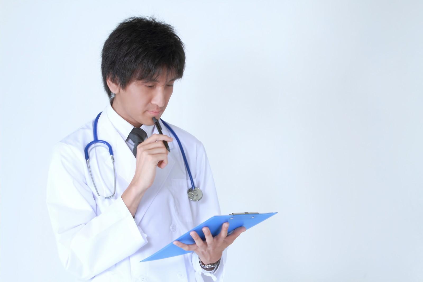 医者の問診表確認